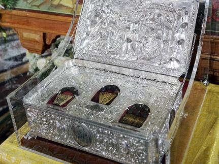 Массовое поклонение Дарам волхвов — признак веры, считают в Патриархии