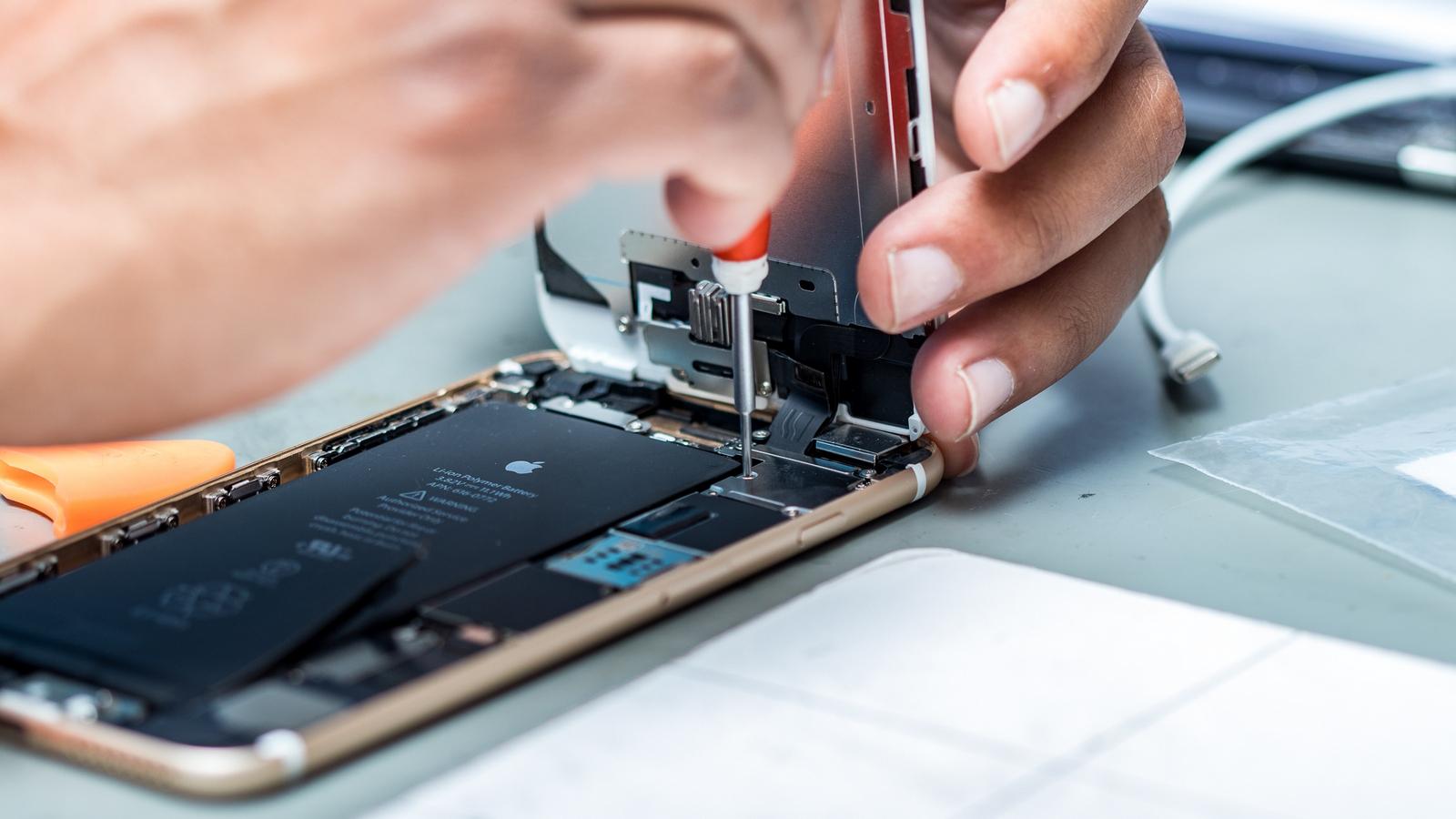 Отремонтированные iPhone начали продавать в России